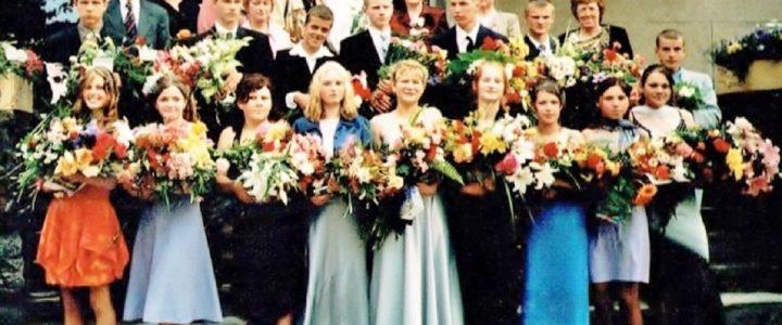 2004. gada absolventi