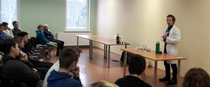 """28. janvārī Ēdoles pamatskolā notika karjeras attīstības atbalsta pasākums """"Zinātnes noslēpumi"""" 3.- 9. klašu skolēniem"""